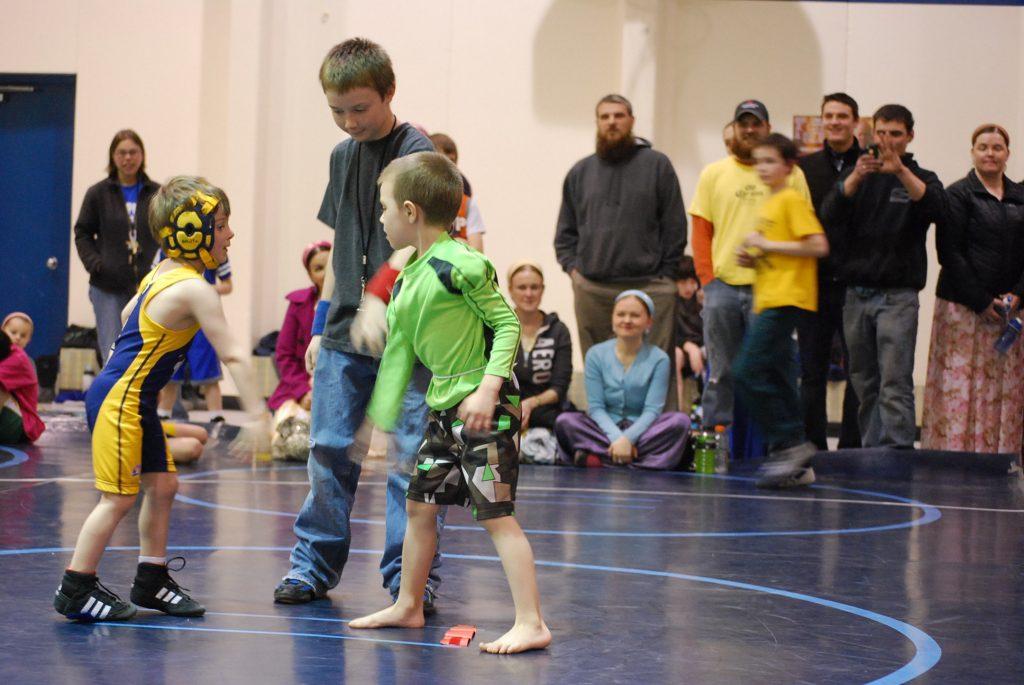 2015_03_Voz_boys wrestling